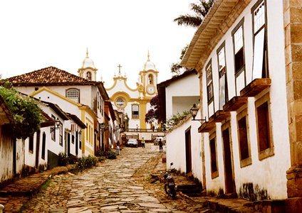 Quem vem a Tiradentes, seja só, com família, amigos ou amores, volta sempre encantado com o clima, a receptividade, a arquitetura, história e o acolhimento do lugar
