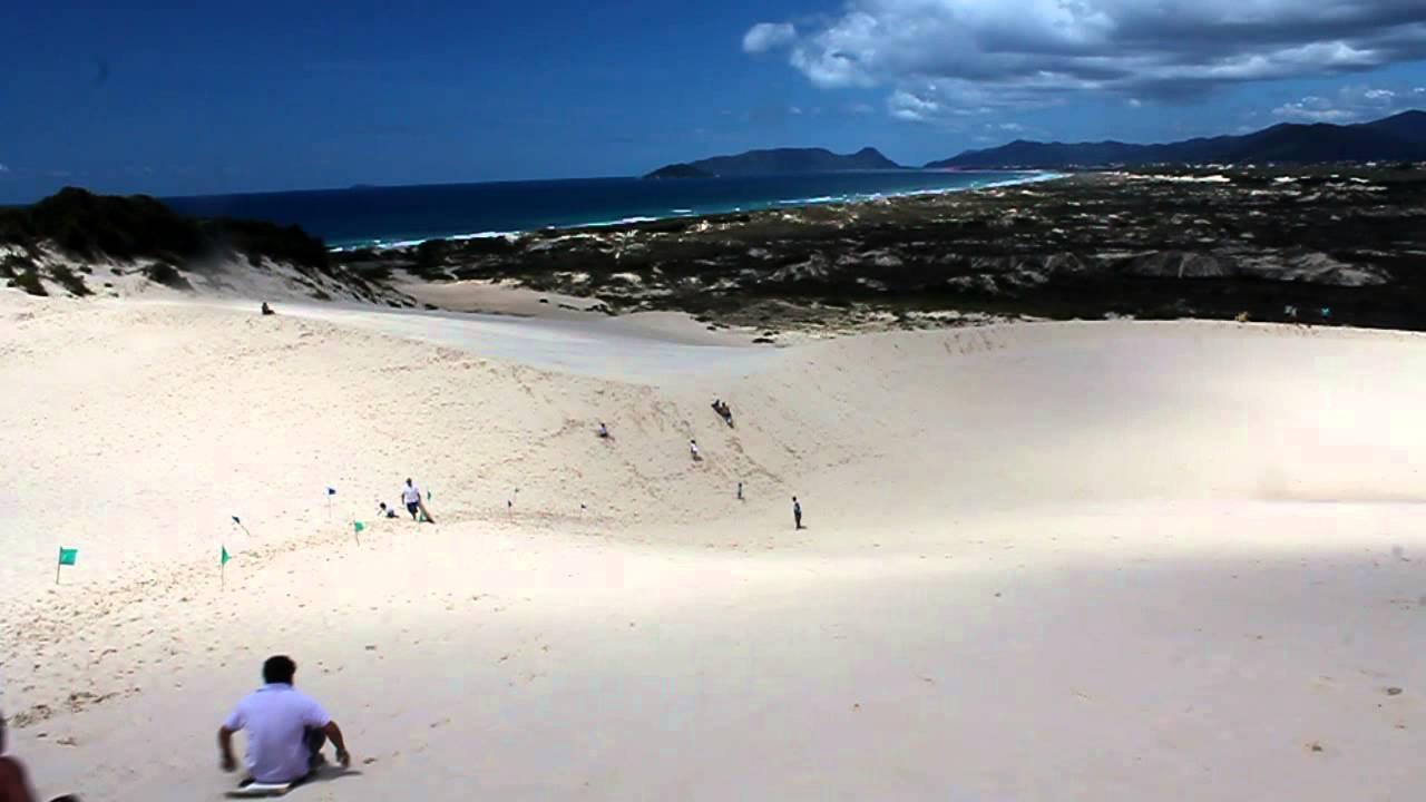 As dunas da Joaquina em Florianópolis são ótimas para os aventureiros!