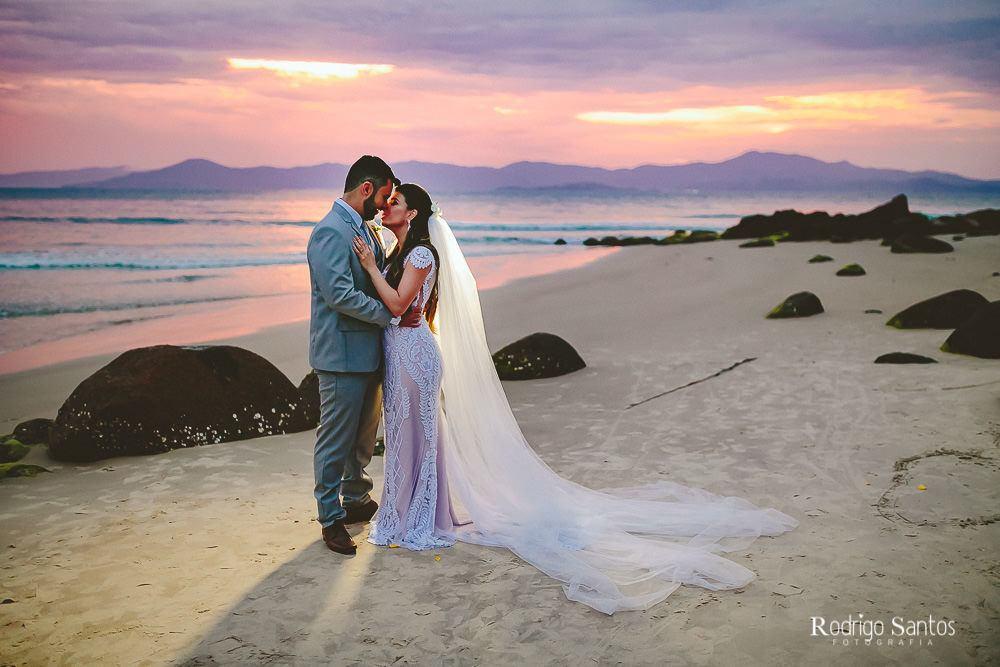 Casamento na praia com muito amor  e café