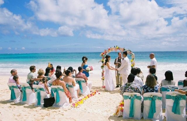 Dicas de vestidos para usar em seu casamento na praia